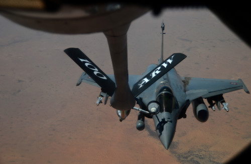 A French Dassault Rafale fighter aircraft flies toward a KC-135 Stratotanker assigned to RAF Mildenhall, England, during a refueling mission in support of Operation Juniper Micron over North Africa, Feb. 26, 2016. Since 2013, the U.S has been supporting the French government in OJM by providing air refueling and airlift support of French operations in Mali and North Africa. (U.S. Air Force photo by Senior Airman Erin Trower/Released)