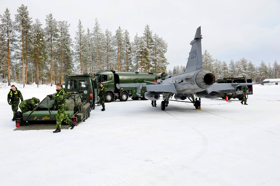 Alert 5 Swedish Air Force tests new method for disperse operation with just 6 ground crew and