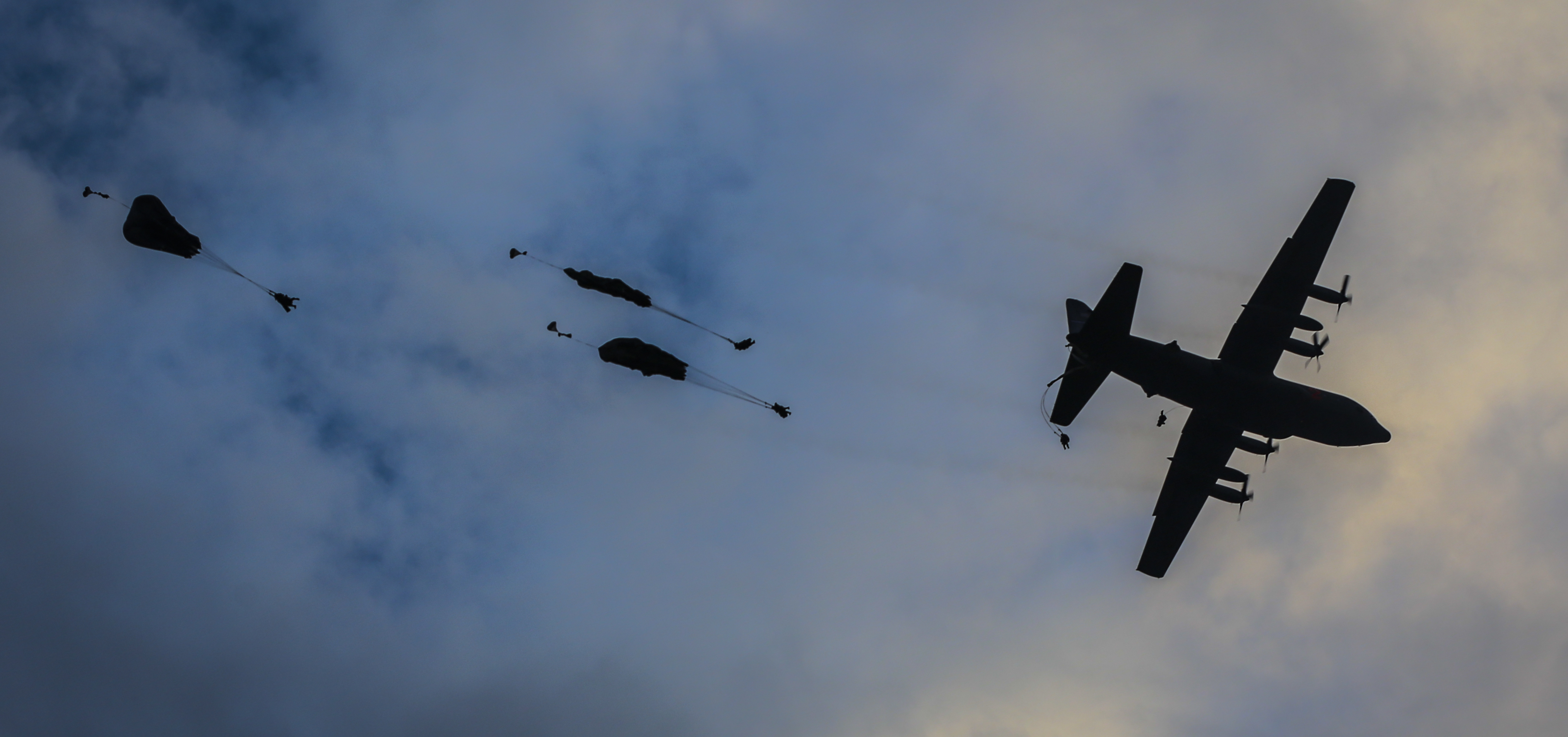 Paratroopers night