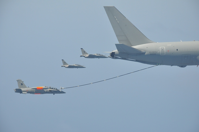 Risultati immagini per mb.339 air refueling